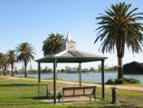 Albert Park / Albert Park Lake - Lakeside Drive opposite Gunn Island / View south along lake foreshore at shelter