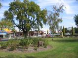 Bairnsdale / Commercial centre and shops / View west along Main St gardens between Service St and Bailey St