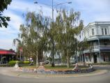 Bairnsdale / Commercial centre and shops / View east along Nicholson St at Bailey St