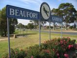 Bairnsdale / Princes Highway, west end of town / Beaufort Gardens, corner Princes Hwy and Victoria St