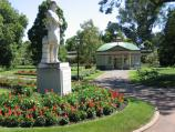 Ballarat / Botanical Gardens at Lake Wendouree / Wallace statue and the Statuary Pavilion