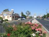 Ballarat / Ballarat suburb of Wendouree / View east along Howitt St at School La towards Blue Bell Hotel