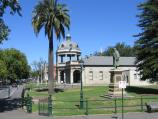 Bendigo / Pall Mall and attractions / View south-west along Pall Mall at Williamson St towards R.S.L. Military Museum