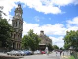Bendigo / Pall Mall and attractions / View south-east along Williamston St towards Pall Mall, Visitor Information Centre and Shamrock Hotel