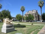 Bendigo / Conservatory Gardens, Pall Mall / Gardens with Bendigo Law Courts in background
