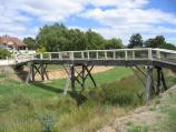 Castlemaine / Around Castlemaine and outskirts / Footbridge across Forest Creek, Pyrenees Hwy opposite Andrew St