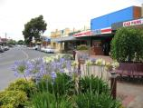 Cobram / Commercial centre and shops / View east along Bank St at Punt Rd