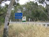 Cobram / Bridge across Murray River and surroundings / Welcome to Victoria state border sign, view west along Mookarii St at bridge across Murray River