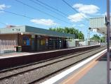 Croydon / Croydon railway station, Wicklow Avenue / View south-west along station platform