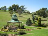 Drouin / Civic Park and John Grubb Park / Rotunda and lake