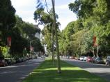 East Melbourne / Fitzroy Gardens / View north along Lansdowne St between Wellington Parade and Treasury Place, with Fitzroy Gardens on right