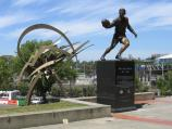 East Melbourne / Yarra Park at Jolimont and surroundings / Statue of Dick Reynolds, gate 8, MCG