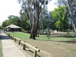 Euroa / Seven Creeks and surrounding parkland, Kirkland Avenue / View north through park towards footbridge at toilets