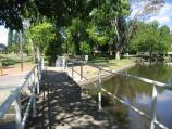 Euroa / Seven Creeks and surrounding parkland, Kirkland Avenue / View east across footbridge