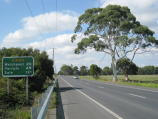 Foster / South Gippsland Highway around Foster / View east along South Gippsland Hwy near Charity La