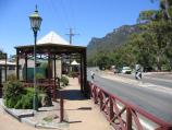 Halls Gap / Commercial centre and shops / View south along Grampians Rd at Stony Creek Stores