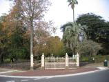 Hamilton / Botanical Gardens / Entrance to gardens, corner Thompson St and French St