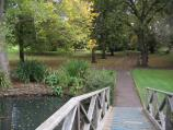 Hamilton / Botanical Gardens / Footbridge over lake