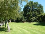 Healesville / Queens Park / Lawns and picnic area