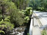 Healesville / Watts River, Maroondah Highway north-east of Healesville / View north along Maroondah Hwy at bridge over Watts River
