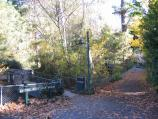 Hepburn Springs / Mineral Springs Reserve / Start of scenic walk over bridge near Pavilion Cafe