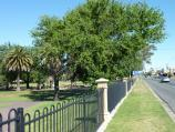 Horsham / May Park / View north-west along edge of park fronting Dimboola Rd