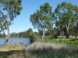 Horsham / Wimmera River at Boat Haven and River Park, Barnes Boulevard / View west along river at River Park