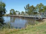 Horsham / Wimmera River at Weir Park, east side of weir / View south along weir