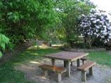 Kalorama / Kalorama Park near Yosemite Road entrance / Picnic tables and BBQ area