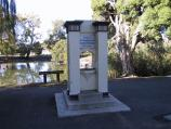 Maryborough / Phillips Gardens / Founders Memorial and lake