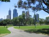 Melbourne / Alexandra Gardens and Yarra River / View north through gardens towards city skyline