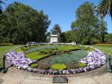 Melbourne / Queen Victoria Gardens, St Kilda Road at Linlithgow Avenue / Floral clock in front of King Edward VII monument