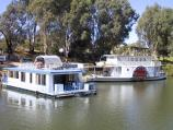 Mildura / Murray River in town / Boats on the Murray River