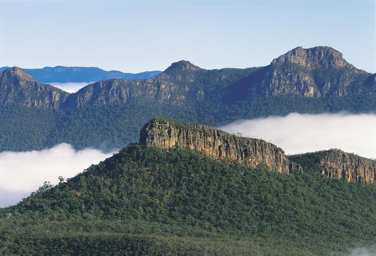 Grampians National Park - Mist surrounding the mountain ranges