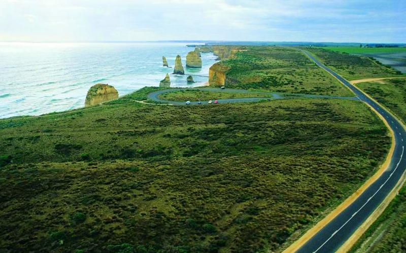 Great Ocean Road coast - The Twelve Apostles and Great Ocean Road