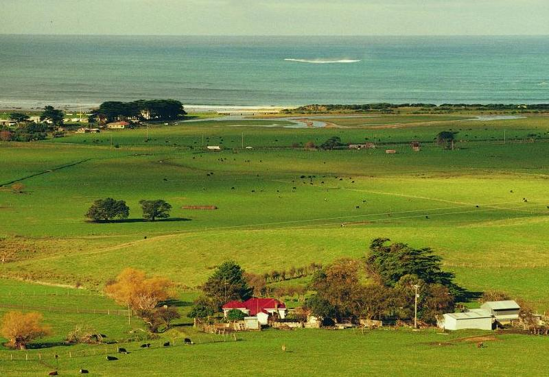 Great Ocean Road coast - Farming communities along the coast