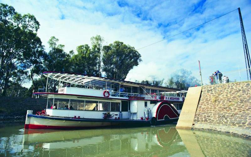Murray River - Paddle steamer passing through Lock 11 at Mildura