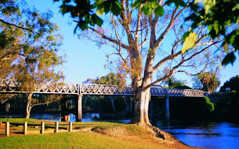 Murray River - John Foord Bridge between Wahgunyah and Corowa