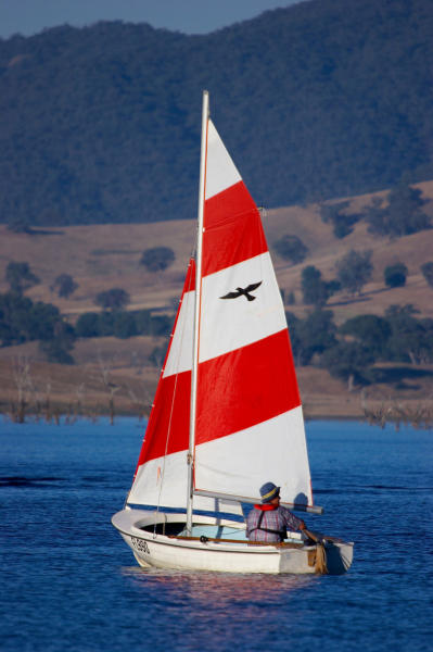 Murray River - Yacht on Lake Hume