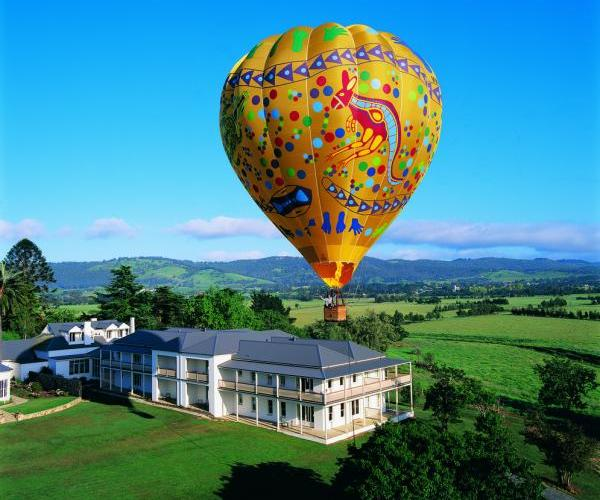 Yarra Valley - Balloon above Chateau Yering
