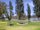 Shepparton / Victoria Park Lake, Goulburn River, Aquamoves centre / Victoria Park Lake, view south near Tourist Information Centre