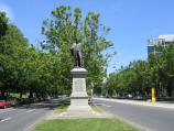 Southbank / St Kilda Road / View south along St Kilda Rd at Linlithgow Av towards Fitzgibbon statue