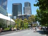 Southbank / Southbank Promenade and Yarra River / View west along Southbank Promenade towards Riverside Quay Reserve