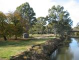 Wangaratta / Ovens River and Apex Park / View south-east along Ovens River and towards Apex Park from footbridge