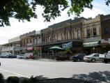 Warragul / Commercial centre and shops / View west along Queen St towards Victoria St