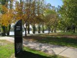 Wodonga / Sumsion Gardens / Pathway from car park to lake