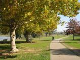 Wodonga / Sumsion Gardens / Pathway along lake's north-western side